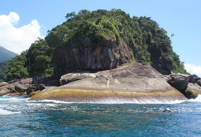 Ilha de Trindade, na parte litorânea do PNSB - foto: Thalita Monfort