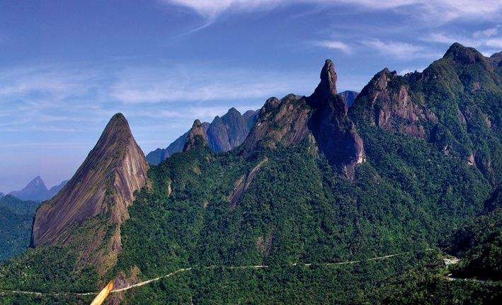 Resultado de imagem para Entre as escaladas destacam-se o Dedo de Deus, considerado o marco inicial da escalada no país, e a Agulha do Diabo, escolhida uma das 15 melhores escaladas em rocha do mundo.